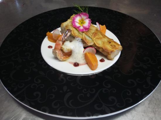Magescq, Francja: Le bar en écaille de pomme de terre, crème de patate douce et champignon