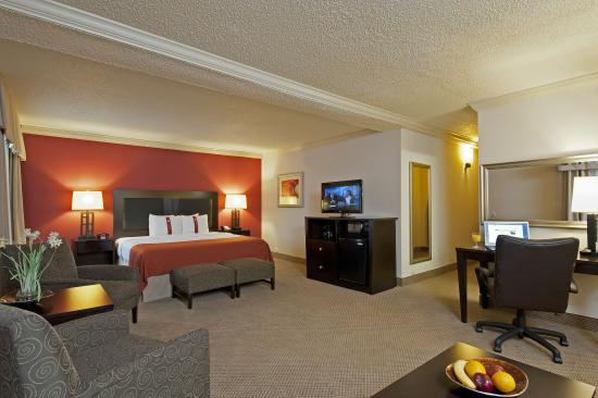 Itasca, IL: Junior Suite Minutes Away from Chicago O'Hare Airport