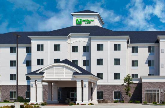 Holiday Inn & Suites Airport: Hotel Exterior