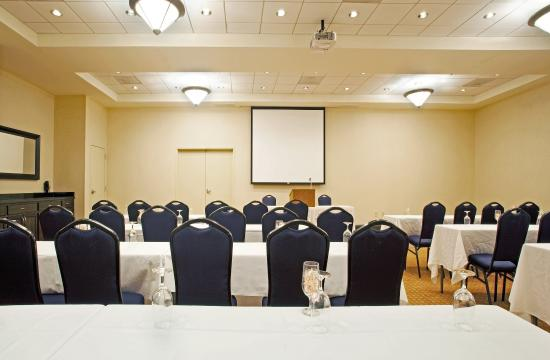 Holiday Inn & Suites Airport: Portion of meeting room in classroom style