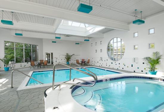 Sunset Hills, MO: Enjoy the Indoor Pool and Whirlpool year round