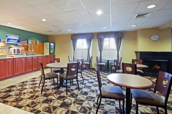 North Attleboro, MA: Breakfast Area