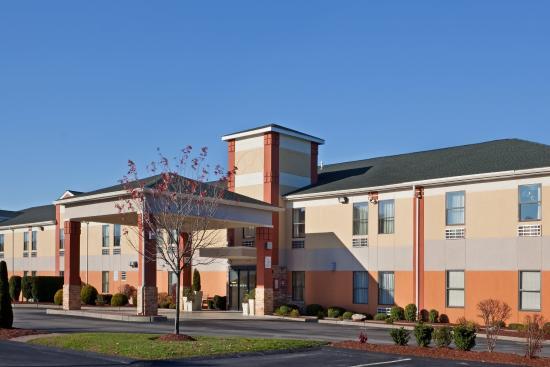 North Attleboro, MA: Entrance
