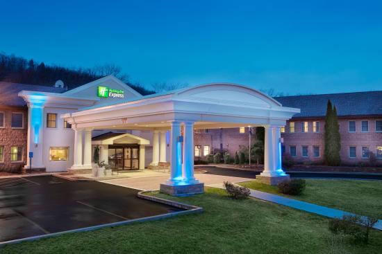 Exterior View Holiday Inn Express Owego