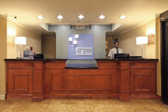 Pine Bluff, AR: Front Desk