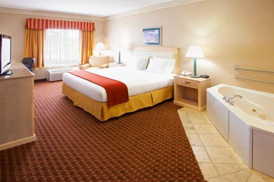Pocomoke City, MD: King Bed Guest Room