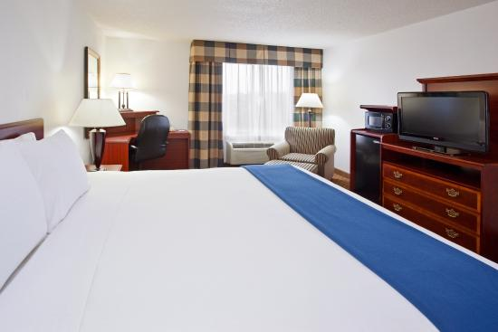 Alliance, OH: King Bed Guest Room