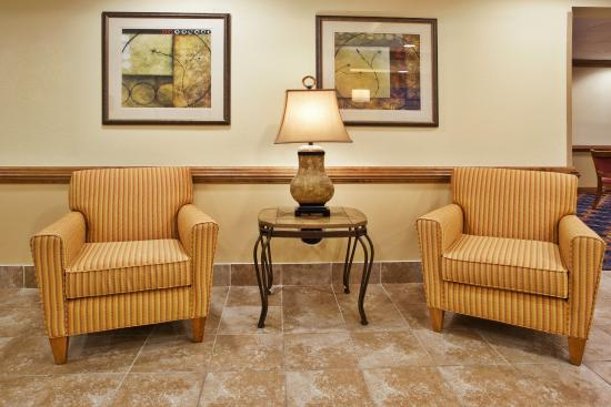 Holiday Inn Express Hotel & Suites Byron : Holiday Inn Express Byron, GA  Guest Lounge