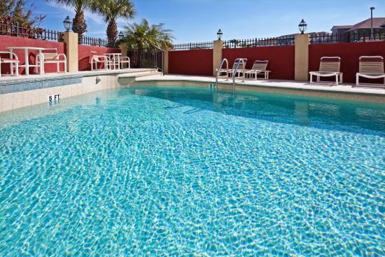 โอลด์สมาร์, ฟลอริด้า: Relax and unwind in the refreshing outdoor heated pool