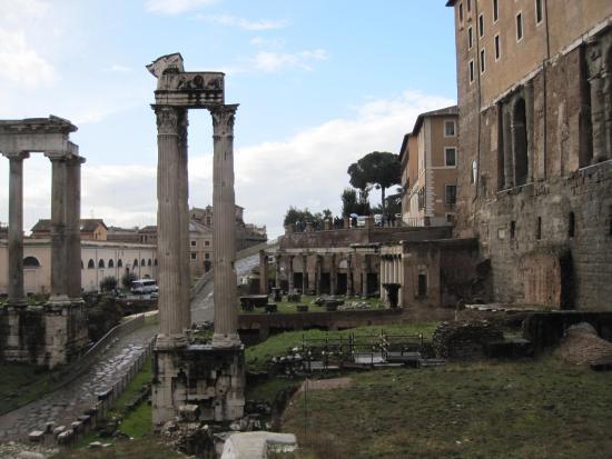 Tempio di Vespasiano e Tito