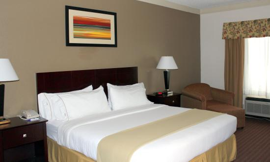 Plainview, TX: King Bed Guest Room