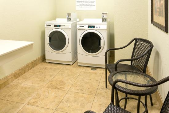 Grants Pass, OR: Laundry Facility