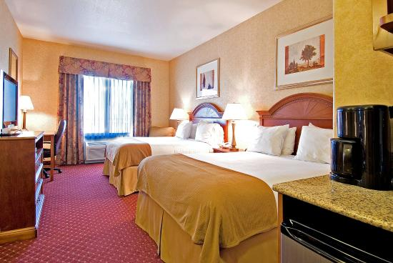 Moses Lake, WA: Two Queen Bed Guest Room