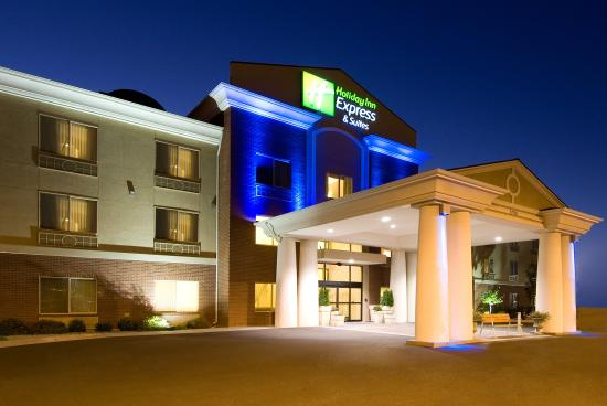 Evening welcome to the Moses Lake Holiday Inn Express and Suites