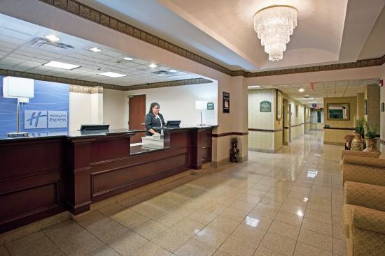 North Lima, OH: Hotel Lobby