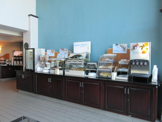 North Lima, OH: Breakfast Bar