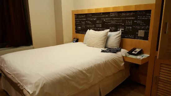 TRYP by Wyndham Times Square South: 20160129_202656_large.jpg