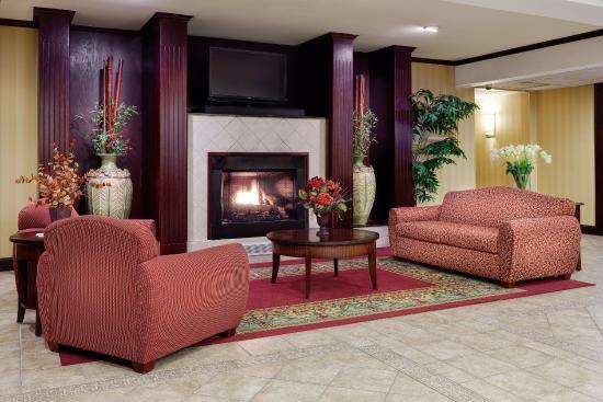 Plainfield, CT: Lobby Lounge