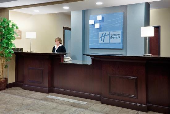 Plainfield, CT: Front Desk