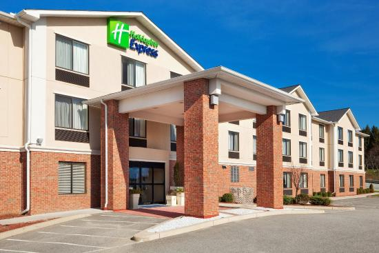 Plainfield, CT: Hotel Exterior