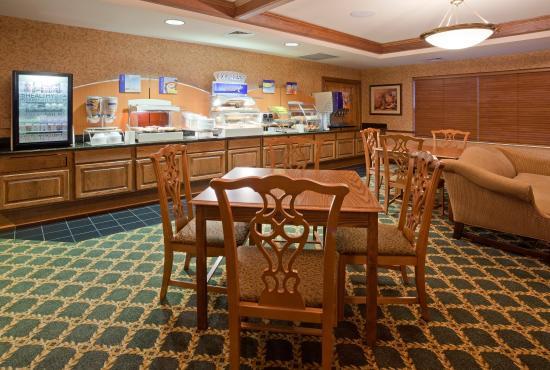 Oshkosh, WI: Breakfast Bar