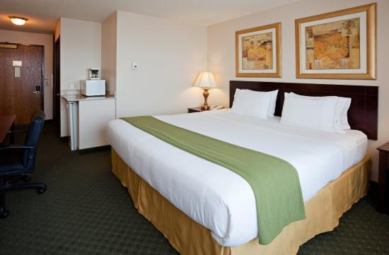 Oshkosh, WI: Single Bed Guest Room