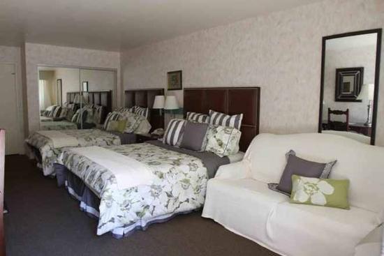 Art Hotel - Laguna Beach: Double queen with sofa