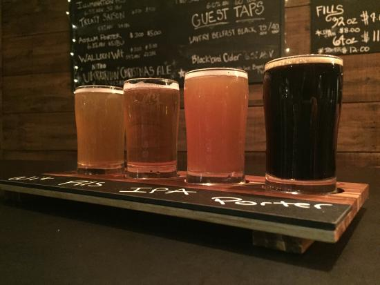 East Aurora, NY: Delicious beer in a beautiful, rustic taproom creates a great atmosphere for you to enjoy