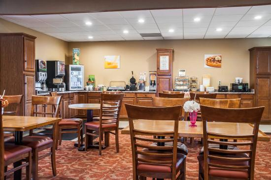 Quality Inn Buffalo Airport: Breakfast