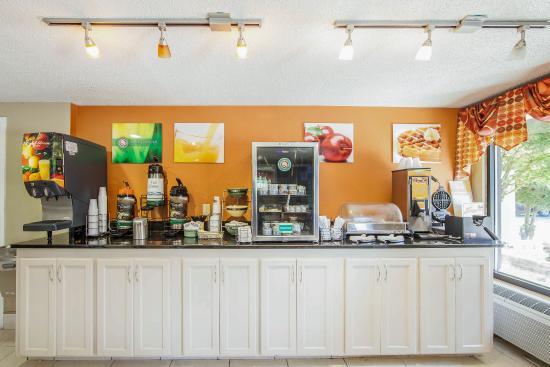 Howard Johnson Chattanooga Lookout Mountain: Breakfast area