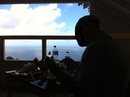 Windwardside, Saba: breakfast with ocean view