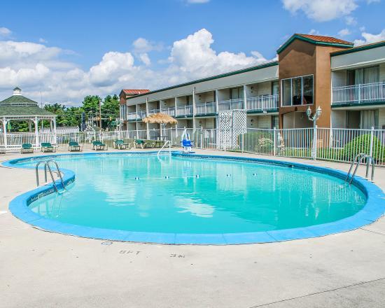 Carlisle, PA: Pool