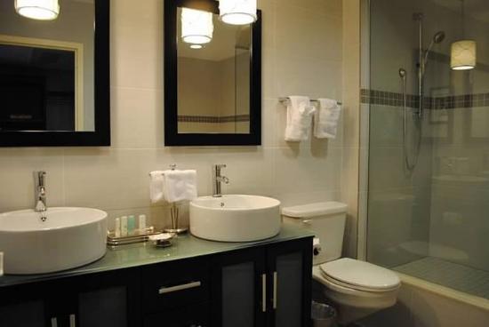 Seekonk, MA: Master Suite Bathroom