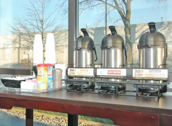 Hoffman Estates, IL: Lobby Coffee Area