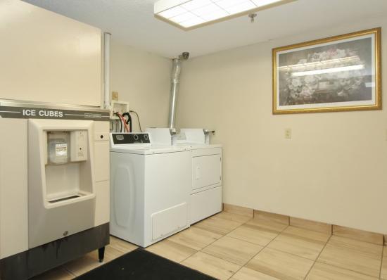 Hoffman Estates, IL: Guest Laundry
