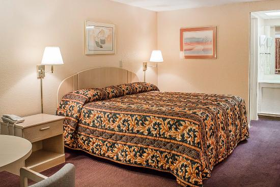 Findlay, OH: Guest Room