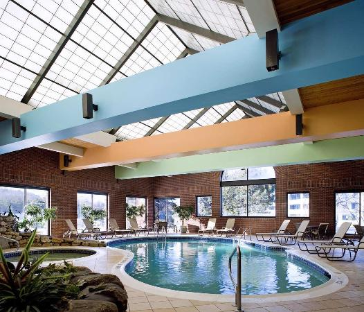 Leominster, MA: Indoor Heated Pool