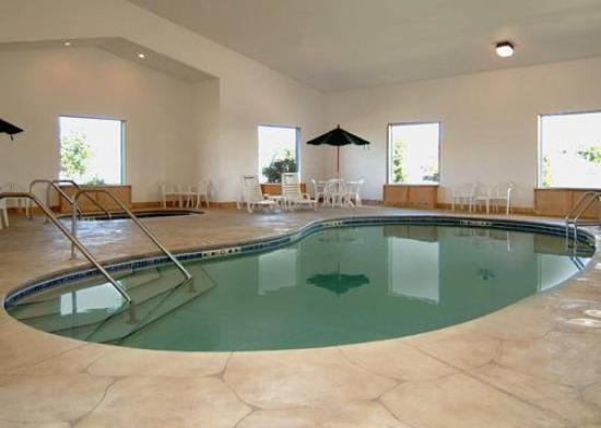 Mount Vernon, IA: Pool View
