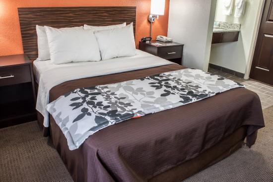 Sleep Inn Arlington Near Six Flags : Guest room with double bed