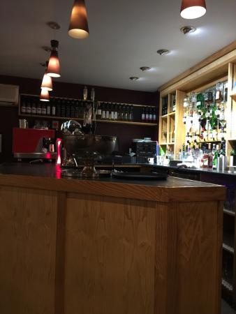 Abergavenny, UK: Very warm bar at Regency 59