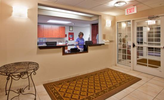 O'Fallon, IL: Hotel Lobby