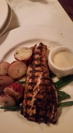 Mr. B's Bistro : Red Fish w/ fresh green beans and Red skin potatoes