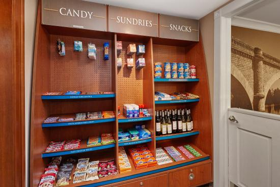 Glenview, IL: Candlewood Cupboard