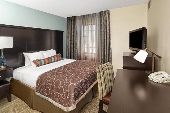 Lincolnshire, IL: Guest Room