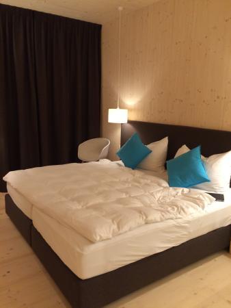 Bever, Suiza: Sehr schöne, moderne und geräumige Zimmer