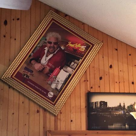 "East Amherst, estado de Nueva York: Guy Fieri and ""Diners – Drive – Ins and Dives""."
