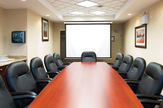 Edson, Kanada: Our executive boardroom is a perfect spot for your small meeting