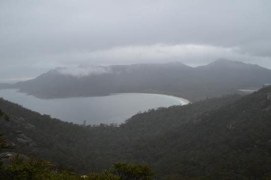 Coles Bay, ออสเตรเลีย: Great view with some fog and mist thrown in.