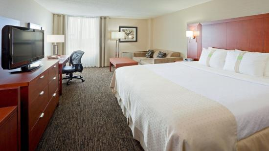 Oakville, Canada: King Bed Guest Room
