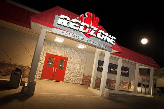 Travelodge Hotel Saskatoon: Red Zone Exterior